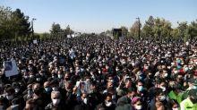 Iran: des centaines de personnes rendent un dernier hommage au chanteur Mohammad Reza Shajarian