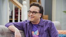 Johnny Galecki (The Big Bang Theory) presenta a su novia ¡¡22 años menor que él!