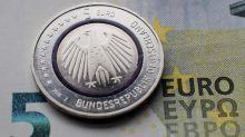 El euro se mantiene en 1,1301 dólares