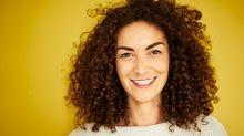 No cepillarlo y otros 5 trucos para el cabello rizado que quizá no conocías