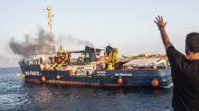 A bordo della Sea Watch 3 rischi anche per i migranti soccorsi. La Guardia Costiera la ferma
