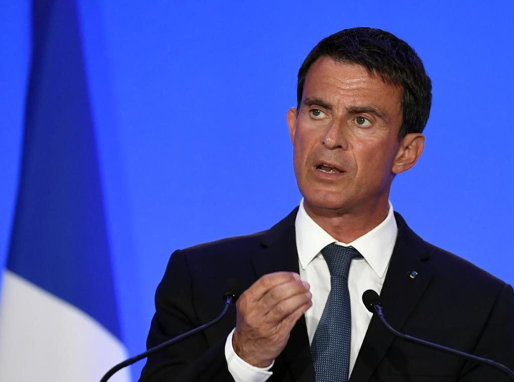 French Prime Minister Manuel Valls gestures as he delivers a speech during a visit at the French Gendarmerie school of Richemont in Montlucon, central France on August 11, 2016 (AFP Photo/Philippe Desmazes)