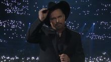 Garth Brooks opens CMA awards with moment of silence for Thousand Oaks shooting victims
