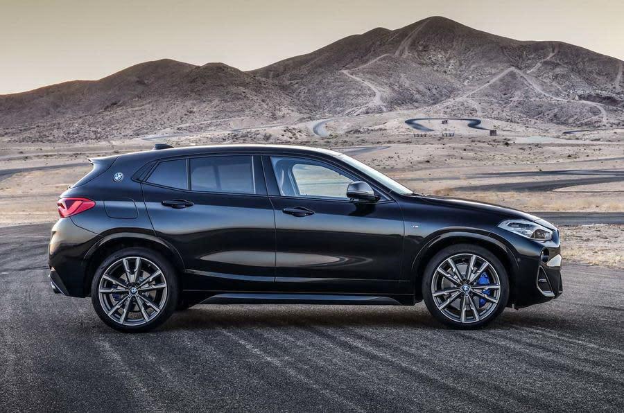 BMW X2 M35i車側線條充滿張力動感,散發出小鋼砲的強勁氣勢。(圖片來源:https://www.autocar.co.uk/car-news/new-cars/new-bmw-x2-m35i-revealed-first-four-pot-m-cars)