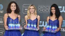 La chica del agua se convierte de nuevo en viral en la alfombra roja de los premios Critics' Choice Awards 2019