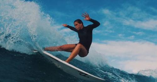 Surf - «Eternity» : la quête du titre mondial de Courtney Conlogue