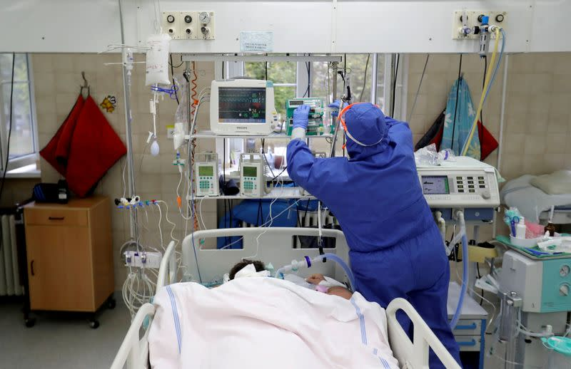 Czech minister flags more restrictions as COVID patients flood hospitals