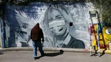 Graffiti artist pays tribute to frontline workers