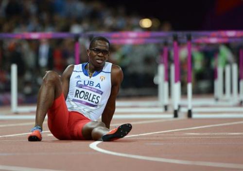 Atletismo - Dayron Robles, abandonó la final de 110 metros vallas