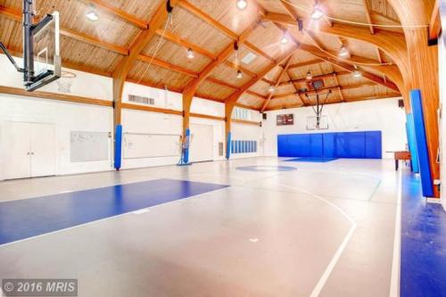 The Ripken estate has an amazing basketball court. (Zillow)