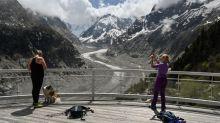"""Éboulements au Mont Blanc : """"Des pierres, parfois de la taille d'une voiture, tombent devant  vous"""", alerte la gendarmerie de haute montagne"""