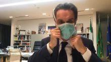 """""""Faccio l'accento svedese?"""", Fontana in mascherina scatena Twitter"""