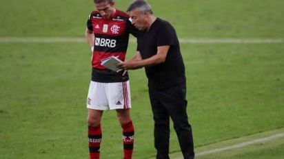 Foot - BRÉ - Brésil: Flamengo chute d'entrée contre l'Atlético Mineiro
