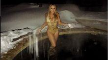 Maria Carey zeigt ihre Kurven im goldenen Badeanzug