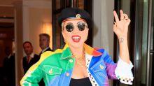 Pretty in Pink: Lady Gaga feiert Platinum-Platte mit neuer Haarfarbe