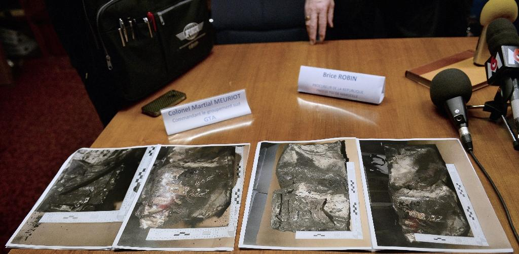 Pictures of the second black box from the Germanwings plane that crashed in the French Alps last week are displayed for journalists during a press conference in Marseille on April 2, 2015 (AFP Photo/Boris Horvat)
