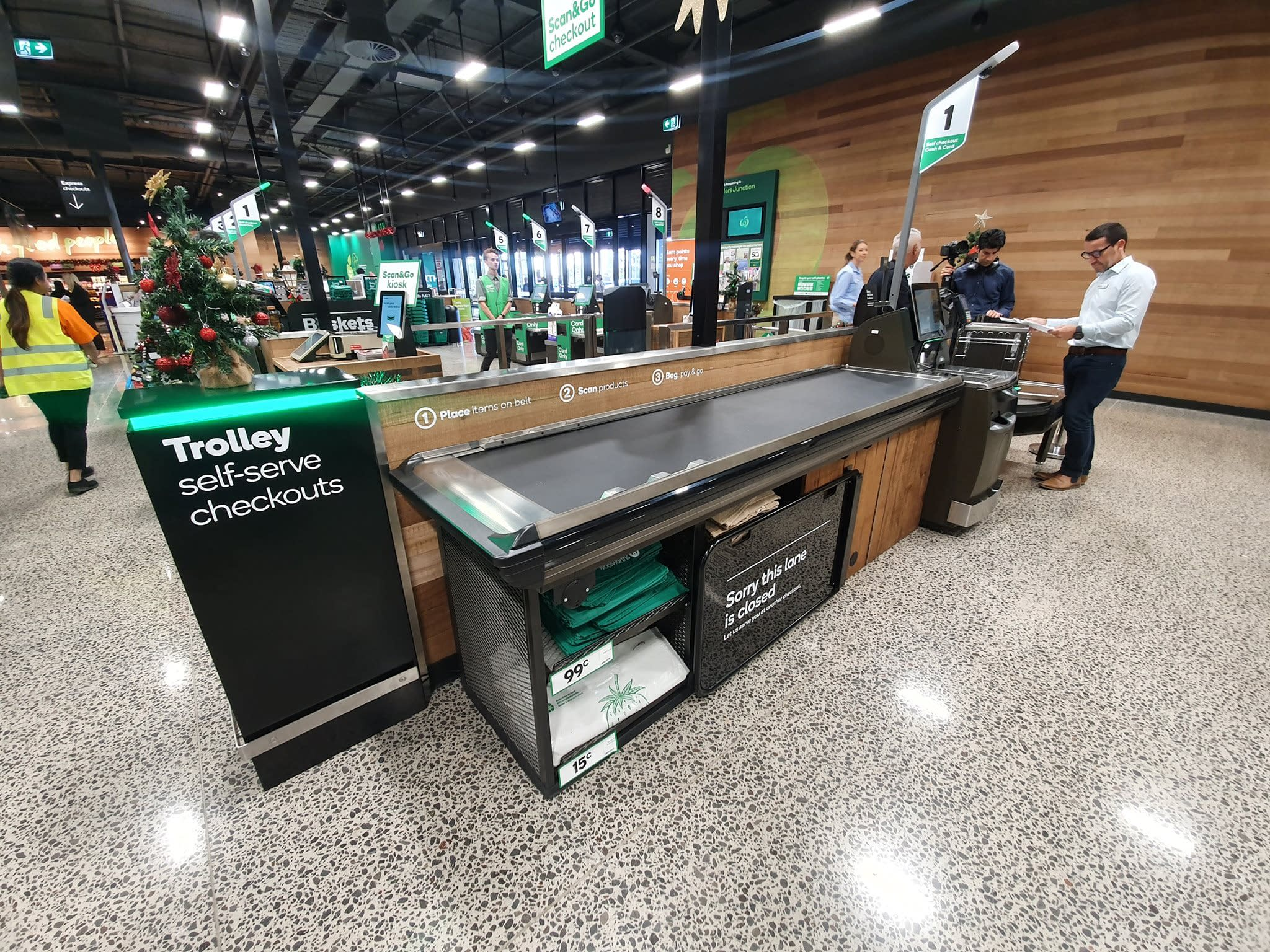 Woolworths reveals new ploy to solve self-serve checkout gripe