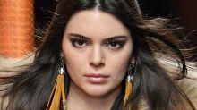 Los problemas de acné de Kendall Jenner se evidenciaron en este desfile
