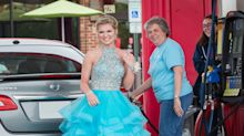 Sweet stranger helps dateless teen before prom: 'Cinderella shouldn't have to pump her own gas'