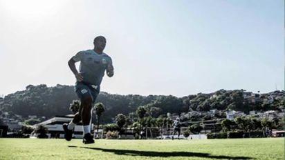 """Sánchez mostra confiança em retorno ao Santos: """"Dar o melhor de mim como sempre fiz"""""""