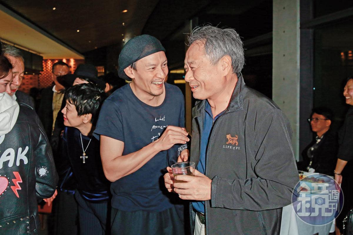 李安(右)與張震(中)曾合作《臥虎藏龍》,張震近年多在對岸拍片,而李安也暫未有拍華語片計畫,國片不知何時才能再見兩人合作。左為張艾嘉。