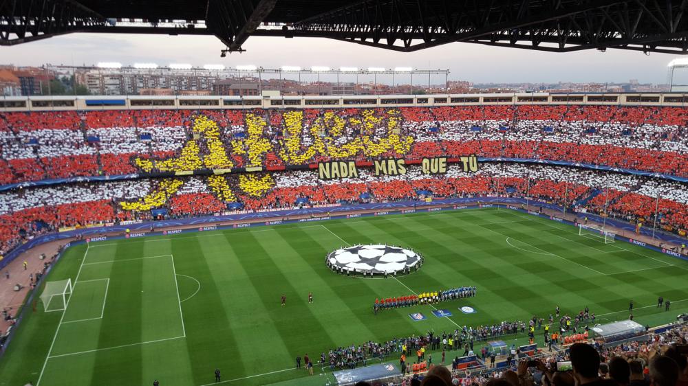 'Atleti, nada más que tú' - El espectacular mosaico del Vicente Calderón