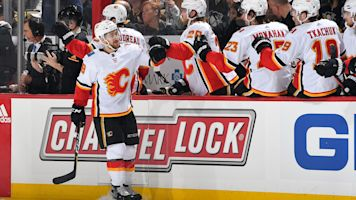 Flames end 4-game slide in Pittsburgh