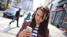 Kopfhörer schaden vor allem bei Straßenlärm