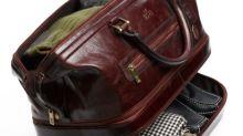 行李輸送帶故障?乘客的行李箱遭嚴重損壞