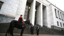 Milano, teneva corsi sicurezza su lavoro senza requisiti: indagato