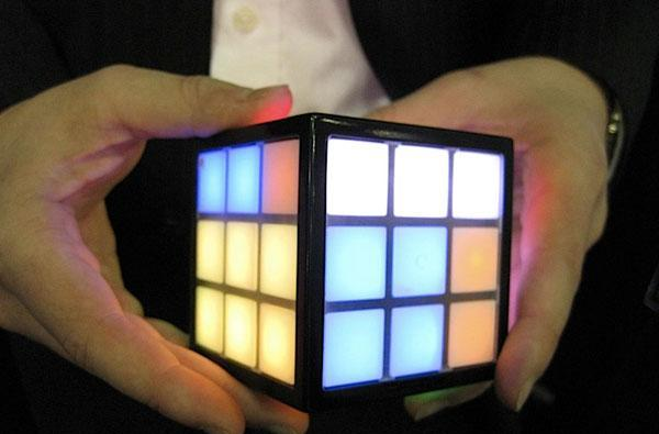 Rubik's TouchCube hands-on and video