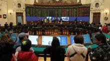El efecto coronavirus lleva al peso chileno a su mayor caída en tres meses
