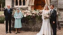 """Regina împrumută tiara lui Beatrice """"un spectacol de solidaritate în saga prințului Andrew"""""""