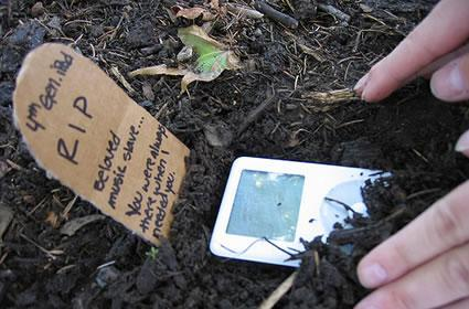 Flickr Find: Dearly Departed iPod