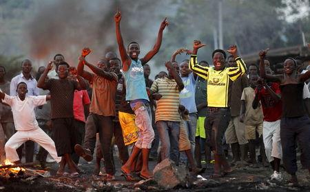 Protestors chant anti-government slogans as they clash with riot police during a protest against Burundi's ruling party's decision to allow President Pierre Nkurunziza to run for a third five-year term in office, in the capital Bujumbura, April 27, 2015. REUTERS/Thomas Mukoya