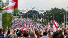Biélorussie: plus de 100.000 manifestants à Minsk malgré une forte présence policière
