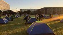 Acampamento bolsonarista '300 do Brasil' tem financiamento coletivo cancelado, diz empresa