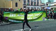 Entre fuerte operativo policiaco, feministas piden aborto legal en Xalapa, Veracruz