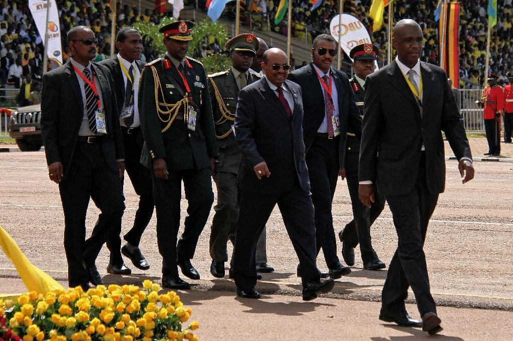 Sudan's President Omar al-Bashir (C) walks during the swearing in ceremony of Uganda's President Yoweri Museveni as newly elected President in Kampala on May 12, 2016