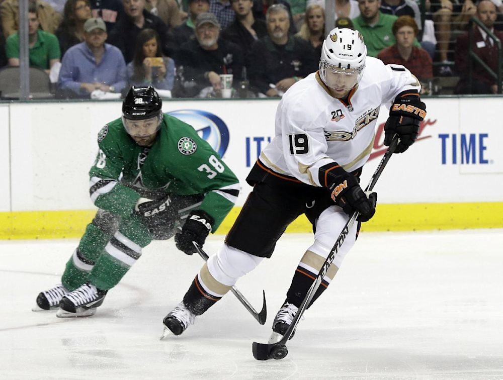 Ducks' Robidas won't need surgery on broken leg