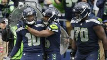 Seahawks WR suffers compound fracture of finger, catches winning TD