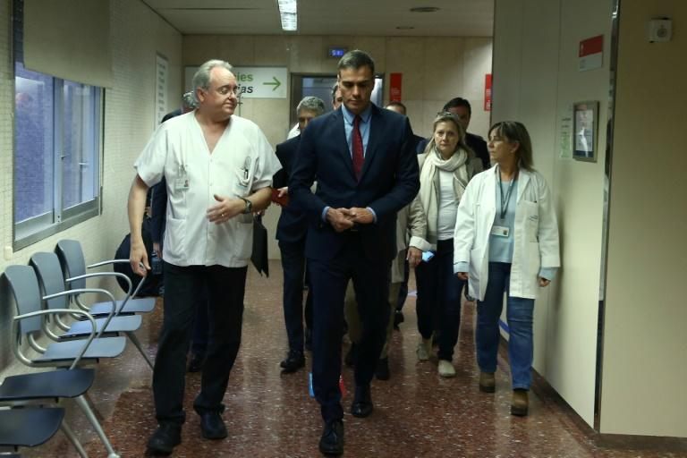 Spanish Prime Minister Pedro Sanchez went to visit some of the injured police officers at a Barcelona hospital (AFP Photo/Fernando.Calvo)
