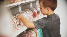 Niños robaron chicles en la tienda… y su madre les dio esta lección