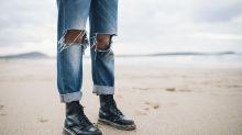 Mit diesem einfachen Hack reißen Destroyed-Jeans nicht weiter ein