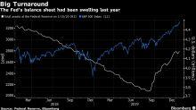 Acciones de EE.UU. suben a niveles récord; el dólar se fortalece