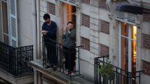 """Coronavirus : avec """"Questions pour un balcon"""", le comédien Noam Cartozo veut """"donner du sourire"""" pendant le confinement"""