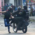 Venezuela troops fire tear gas on demo at Colombia border