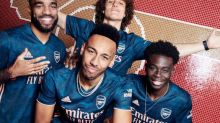Foot - ANG - Arsenal - Arsenal: le maillot third bleu marine et rose