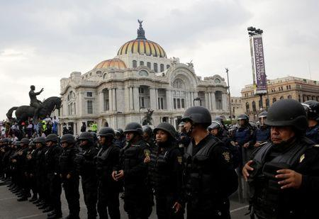 Riot police stand guard outside the Bellas Artes museum as protesters (not pictured) from the National Coordination of Education Workers (CNTE) teachers' union take part a march against President Enrique Pena Nieto's education reform, along the streets in Mexico City, Mexico June 17, 2016. REUTERS/Henry Romero