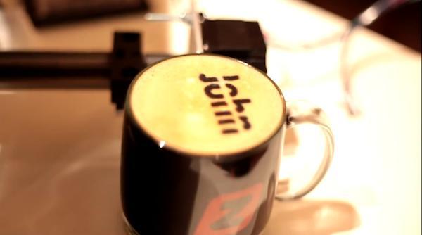 Büro-Hack: Kaffeemaschine funktioniert mit SMS-Bestellung (Videos)